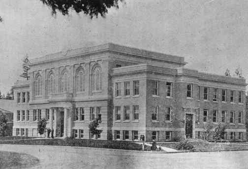 Black and white image of county courthouse circa 1926